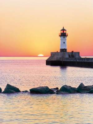 Lighthouse Sunset (CLE 35003), a 500 piece jigsaw puzzle by Clementoni. Click to view larger image.