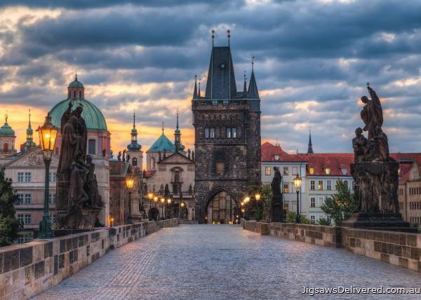 The Charles Bridge, Prague (RB19738-5), a 1000 piece jigsaw puzzle by Ravensburger.