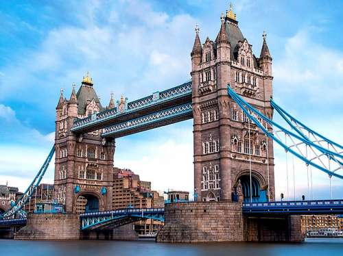 Tower Bridge, London (TRE26140), a 1500 piece jigsaw puzzle by Trefl. Click to view larger image.