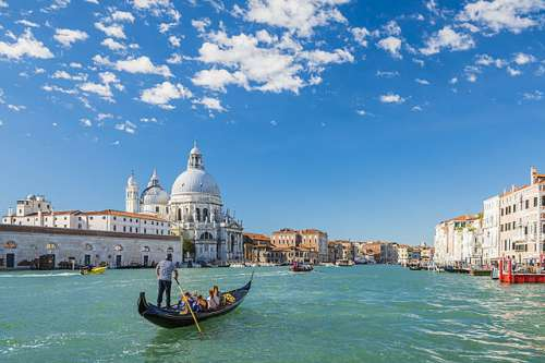 Venice (CAA107806), a 1000 piece jigsaw puzzle by Crown and Andrews. Click to view larger image.