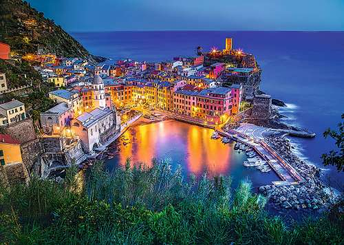 Vernazza at Dusk, Cinque Terre (TRE27086), a 2000 piece jigsaw puzzle by Trefl. Click to view larger image.