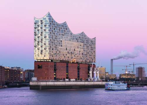 Elbphilharmonie Concert Hall (RB19784-2), a 1000 piece jigsaw puzzle by Ravensburger. Click to view larger image.