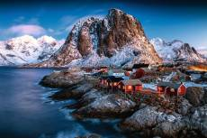 Lofoten, Norway (RB17081-4), a 3000 piece Ravensburger jigsaw puzzle.