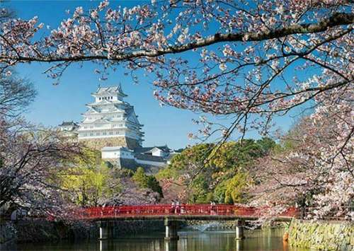 Himeji Castle, Japan (JUM18805), a 500 piece jigsaw puzzle by Jumbo. Click to view larger image.