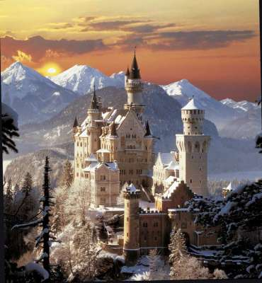Neuschwanstein Castle (Winter Sunset) (CLE 31925), a 1500 piece jigsaw puzzle by Clementoni. Click to view larger image.