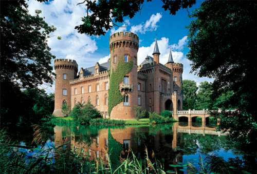 Moyland Castle, Germany (TRE26074), a 1500 piece jigsaw puzzle by Trefl. Click to view larger image.