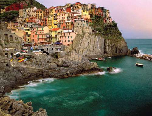 Cinque Terre (RB16615-2), a 2000 piece jigsaw puzzle by Ravensburger. Click to view larger image.
