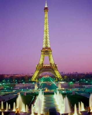 Eiffel Tower, Paris (CLE 39122), a 1000 piece jigsaw puzzle by Clementoni. Click to view larger image.