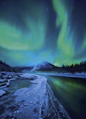 Northern Lights (HEY29549), a 1000 piece jigsaw puzzle by HEYE. Click to view larger image.