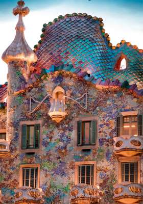 Casa Batll (RB19631-9), a 1000 piece jigsaw puzzle by Ravensburger. Click to view larger image.