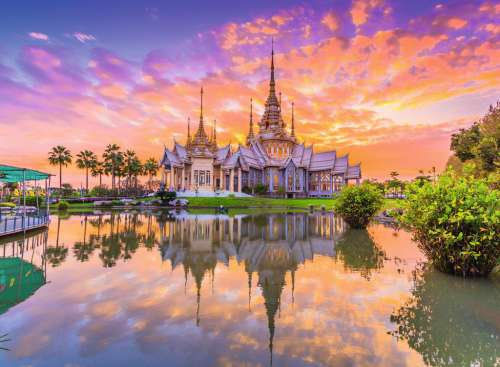 Wat Thai Temple Sunset (RB14649-9), a 500 piece jigsaw puzzle by Ravensburger. Click to view larger image.