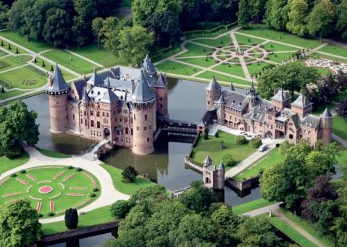 De Haar Castle (JUM18343), a 500 piece jigsaw puzzle by Jumbo. Click to view larger image.